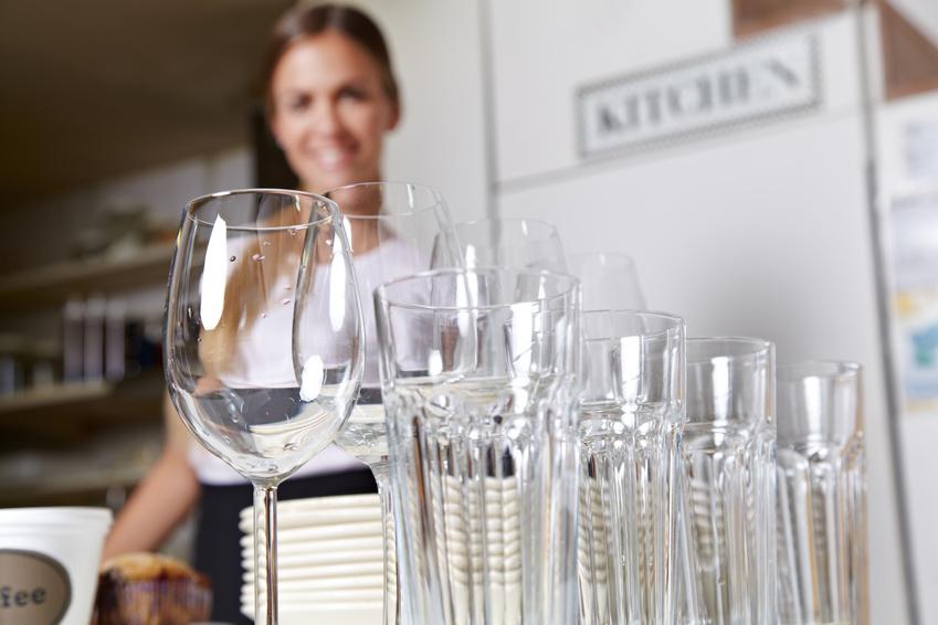 Geschirrspülen im Gewerbe: Glas